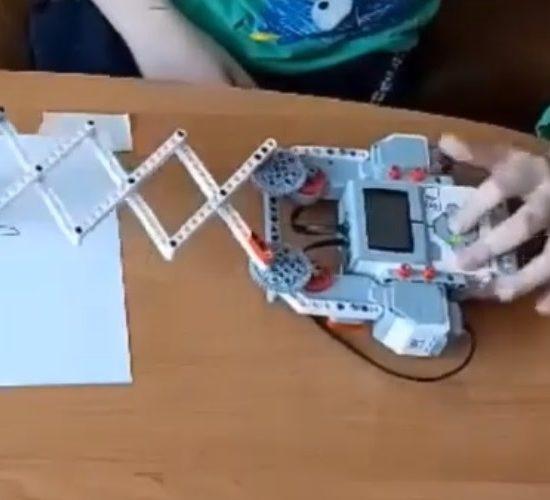 Robotus konstruoti įdomu